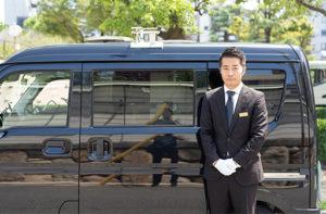 ペット火葬車は、目立たない無地の黒のため周囲のことも配慮してお葬儀が可能です